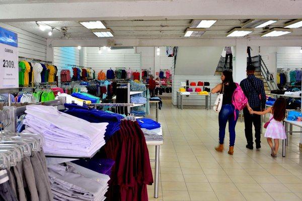 En veremos la pinta de diciembre por los elevados precios de la ropa -  LaPatilla.com