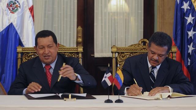 Chávez y Fernández el 5 de mayo de 2010 en el palacio Nacional de Santo Domingo / AVN