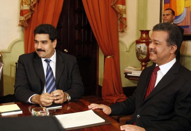 Nicolás Maduro, canciller y Leonel Fernández, en el Palacio Nacional de Santo Dominfo el 5 de abril de 2010 / EFE