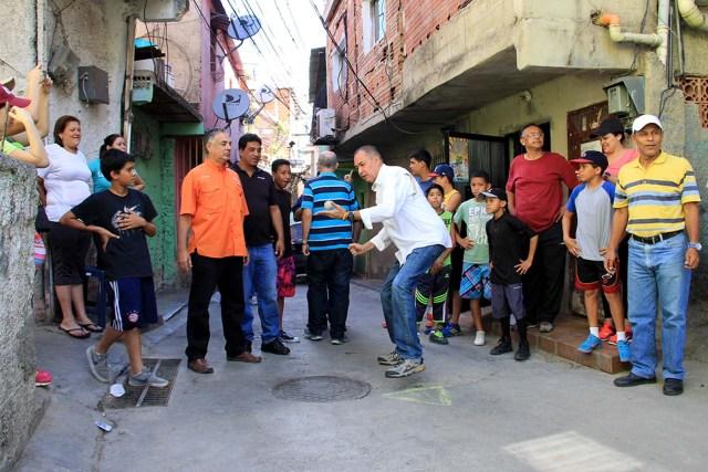 Torneo de pelotica de goma en Carapita (1)