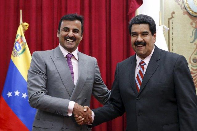 Venezuela's President Nicolas Maduro (R) and Qatar's Emir Sheikh Tamim Bin Hamad Al-Thani shake hands during their meeting at Miraflores Palace in Caracas November 25, 2015. REUTERS/Carlos Garcia Rawlins
