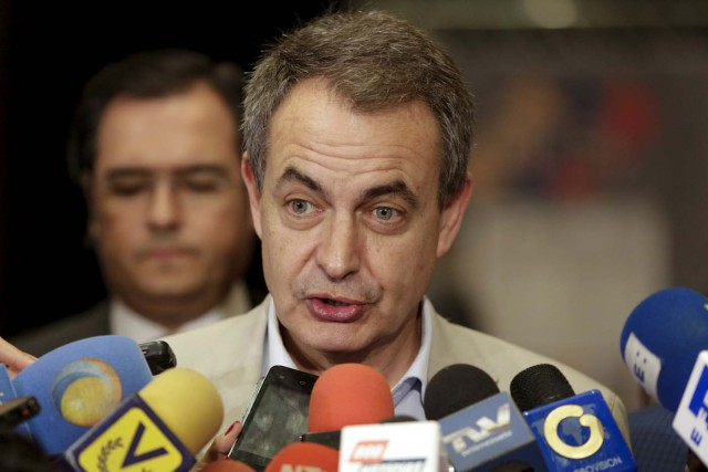 Former Spanish Prime Minister Jose Luis Rodriguez Zapatero addresses the media after a meeting with National Electoral Council (CNE) President Tibisay Lucena in Caracas, December 2, 2015. Zapatero was invited by the National Electoral Council (CNE), to join a mission, along with Panama's former president Martin Torrijos and Colombian Senator Horacio Serpa, to accompany the Union of South American Nations (UNASUR) during the upcoming election on December 6. REUTERS/Marco Bello. FOR EDITORIAL USE ONLY. NO RESALES. NO ARCHIVE.