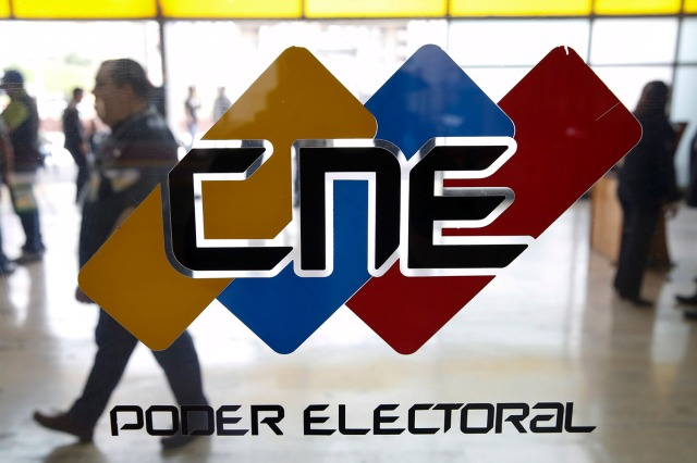 2015-12-02T190546Z_283864684_GF20000082551_RTRMADP_3_VENEZUELA-ELECTION