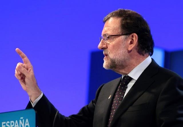 El presidente del Gobierno y candidato del PP a la reelección, Mariano Rajoy, durante su intervención en el mitin central de su campaña en Aragón celebrado en el Palacio de Congresos de la Expo de la capital aragonesa. EFE/Javier Cebollada