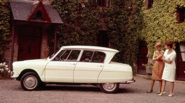 CITROËN AMI 6 SEDÁN: Esta variante del Citroën Ami no fue bien recibida por el público. Su cristal posterior invertido fue lo más criticado del modelo.