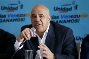 Chúo Torrealba denuncia acción irregular de algunos empleados del CNE con data electoral
