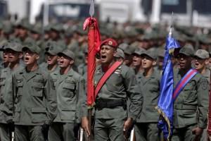 Nicolás Maduro desorientó a los militares venezolanos al admitir contactos con EEUU