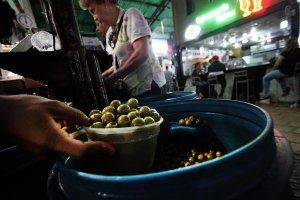 Comerciantes reportan bajas ventas de ingredientes para las hallacas