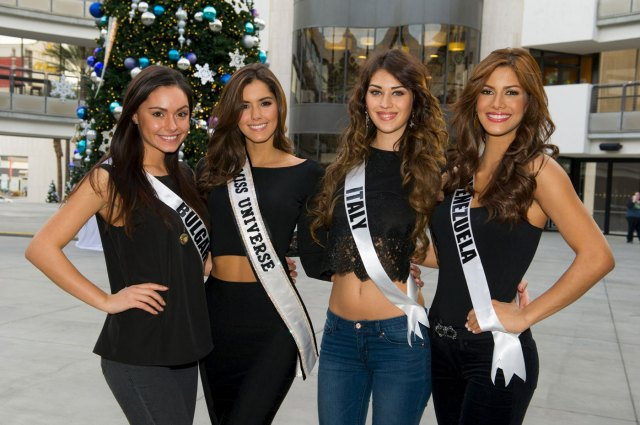 Miss Bulgaria 2015 Radostina Todorova, Miss Italia 2015 Giada Pezzaioli, and Miss Venezuela 2015 Mariana Jimenez posan con Miss Universo 2014 Paulina Vega  (Foto Reuters)