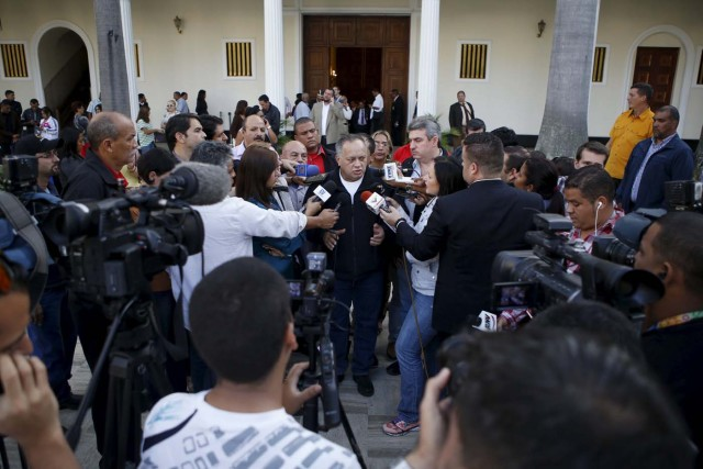 Diosdado Cabello (C), deputy of Venezuela's United Socialist Party (PSUV), talks to the media after a session of the National Assembly in Caracas January 6, 2016. Venezuela's opposition defied a court ruling and swore into the new congress on Wednesday three lawmakers barred from taking their seats, deepening the showdown between the legislature and President Nicolas Maduro's government. REUTERS/Marco Bello