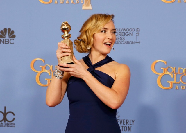 """Actress Kate Winslet poses with her award for Best Performance by an Actress in a Supporting Role in any Motion Picture for her role in """"Steve Jobs"""" backstage at the 73rd Golden Globe Awards in Beverly Hills, California January 10, 2016.  REUTERS/Lucy Nicholson"""