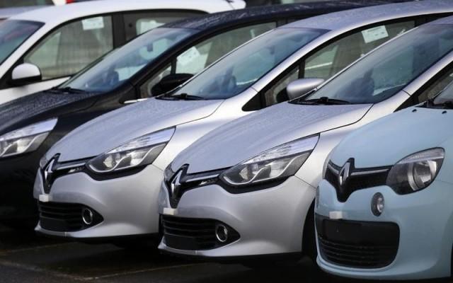 Imagen de autos de la marca Renault en un concesionario en Aubergenville, Francia. Reuters