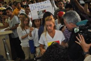 Familiares de presos políticos exigen a Defensor del Pueblo libertad y respeto a los DDHH