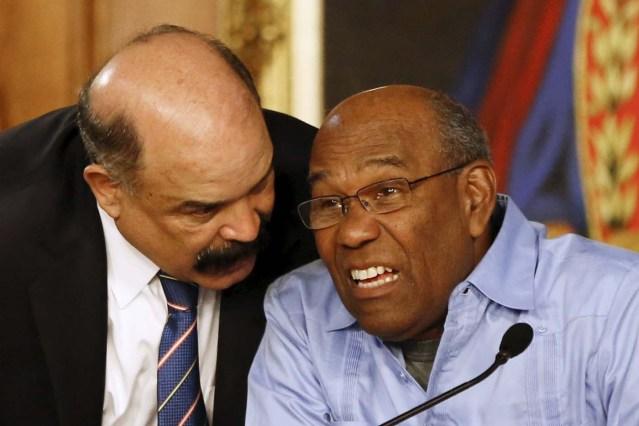 Nelson Merentes y Aristóbulo Istúriz (REUTERS/Carlos Garcia Rawlins)