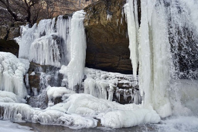 PRI02. Mirusha (Serbia), 24/01/2016.- A view of the frozen waterfalls of Mirusha, Kosovo, 24 January 2016. Temperatures dropped to minus 20 celsius degrees last week in Kosovo. The temperature in Kosovo dropped to below 20 degree Celsius during the last days. EFE/EPA/PETRIT PRENAJ