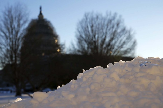 Snow covers a wall near the U.S. Capitol in Washington January 24, 2016. The entire region seemed to breathe a sigh of relief after the historic storm that left at least 20 dead in several states, even as transit systems in Washington and New York were still working on restoring full service in time for the Monday morning rush. REUTERS/Jonathan Ernst