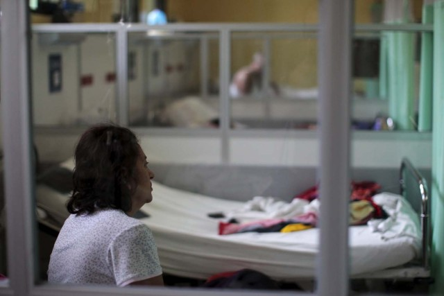 A Guillain-Barre syndrome patient recovers in the neurology ward at the Rosales National Hospital in San Salvador, El Salvador January 27, 2016. The hospital reported an increase of Guillain-Barre syndrome cases since September 2015. Of the 85 patients attended to, one out of three tested positive to zika virus, according to the hospital. REUTERS/Jose Cabezas