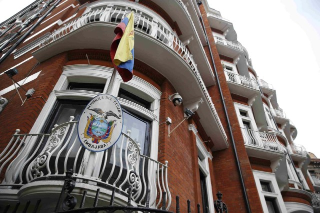 The embassy of Ecuador is seen in central London, Britain February 4, 2016. Britain said on Thursday that WikiLeaks founder Julian Assange had avoided arrest by fleeing to the Ecuadorian embassy and that it was under obligation to extradite him to Sweden over an outstanding rape allegation.  REUTERS/Neil Hall