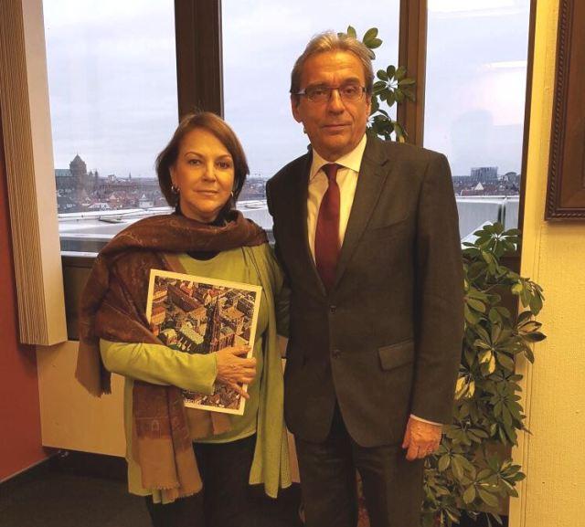 Mitzy de Ledezma junto al Alcalde de Estrasburgo Roland Ries