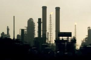 Sólo en socialismo: Ahora Pdvsa es incapaz de producir gasolina y abastecer el mercado local
