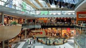 25 mil empleados de centros comerciales en riesgo por reducción de horario