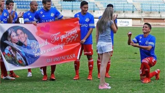 Matrimonio In Venezuela : Este jugador del atlético venezuela pidió matrimonio antes de jugar