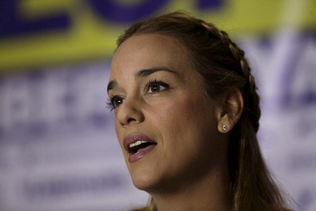 Lilian Tintori, wife of jailed Venezuelan opposition leader Leopoldo Lopez, talks to the media during a news conference in Caracas, February 15, 2016. REUTERS/Marco Bello