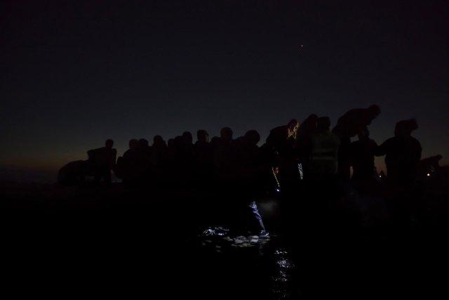 """Segundo premio de la categoría """"Noticias Generales"""", Paul Hansen. Inmigrantes viajan en la oscuridad para evitar ser detectados por militares Griegos"""