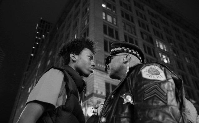 """Tercer Premio de la categoría """"Problemas Contemporáneos"""", John J. Kim. Marcha contra la violencia policial en Chicago"""