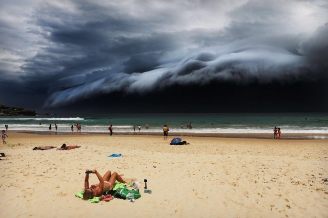"""Primer premio de la categoría """"Naturaleza"""", Rohan Kelly. Tormenta frente a la playa Bondi de Sidney"""