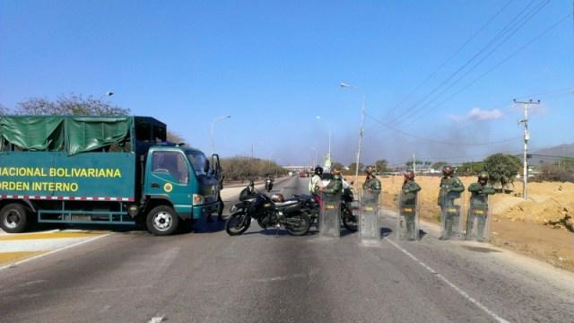 La GNB cerró el paso por la avenida Juan Bautista Arismendi / Daniel Ramírez