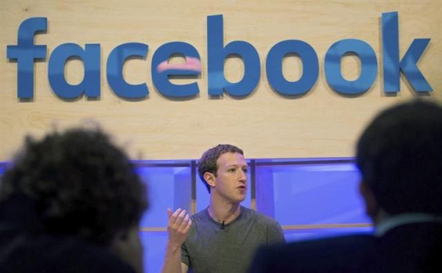 El creador de Facebook, Mark Zuckerberg, da una rueda de prensa en la sede de la empresa en Berlín, Alemania. EFE