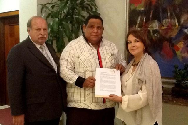 Mitzy Capriles de Ledezma con parlamentario dominicano de PRSC Victor  Bisono