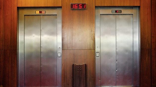 Una mujer china fallece en un ascensor
