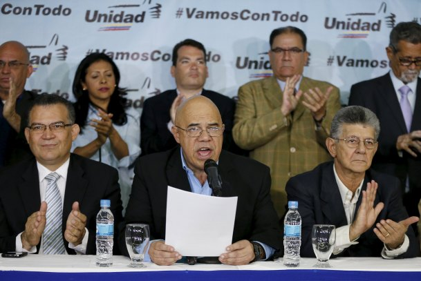 Jesus Torrealba (C), secretary of Venezuela's coalition of opposition parties (MUD), talks to the media next to Henry Ramos Allup (R), President of the National Assembly, and their fellow politicians during a news conference in Caracas March 8, 2016. REUTERS/Carlos Garcia Rawlins