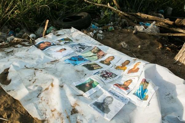 Fotografía de un cartel con imágenes de los mineros desaparecidos luego que miembros de la Fuerza Armada Nacional Bolivariana (FANB) dispersaran una manifestación de familiares reclamando su regreso hoy, jueves 10 de marzo de 2016, en la localidad de Tumeremo en el estado Bolívar (Venezuela). EFE/STR