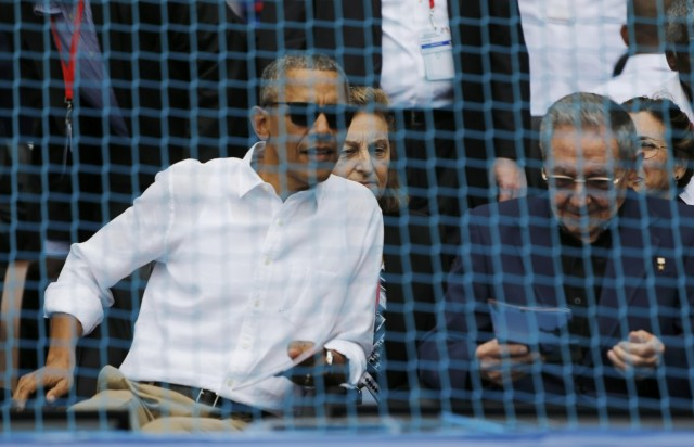 U.S. President Barack Obama and Cuban President Raul Castro attend an exhibition baseball game between the Cuban National team and the MLB Tampa Bay Rays at Estadio Latinoamericano in Havana March 22, 2016. REUTERS/Jonathan Ernst