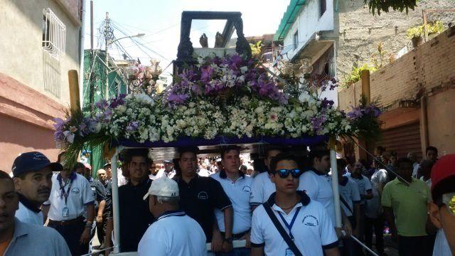 ndp 25-03-15 Concejal Alfredo Jimeno acompañó procesiones con la Fundación de Cargadores de Santos de Chacao