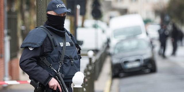 Imagen de referencia de un policía en París