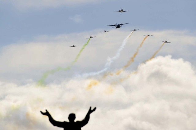 A military flyby passes over O'Connell Street during the commemoration of the 100 year anniversary of the Irish Easter Rising in Dublin, Ireland, March 27, 2016.  REUTERS/Clodagh Kilcoyne  TPX IMAGES OF THE DAY