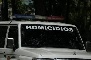 Triple homicidio en el 23 de Enero: Las víctimas jugaban dominó cuando los asesinaron