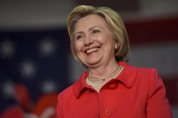 La aspirante a la nominación presidencial del Partido Demócrata de Estados Unidos Hillary Clinton durante un evento de campaña en Dunmore, Pensilvania, Estados Unidos. 22 de abril, 2016. La favorita para ganar la nominación presidencial del Partido Demócrata de Estados Unidos, Hillary Clinton, quiere que Reino Unido permanezca en la Unión Europea, informó el diario británico Observer en su edición del domingo. REUTERS/MARK MAKELA