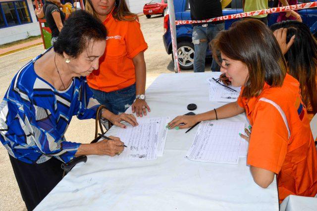 RECOLECCION DE FIRMAS MARACAIBO 28.04 (6)
