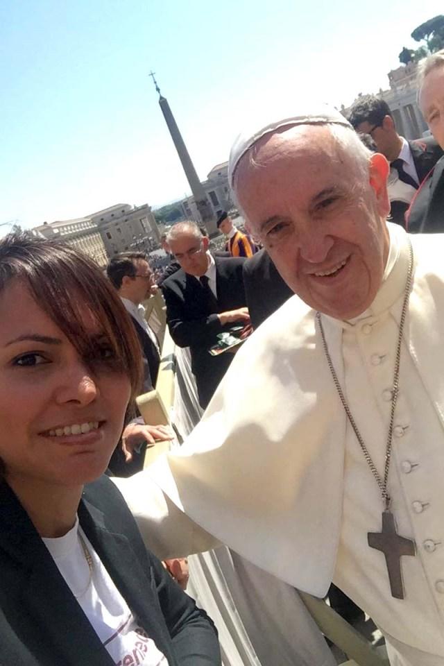 Vanessa Ledezma con el Papa Francisco