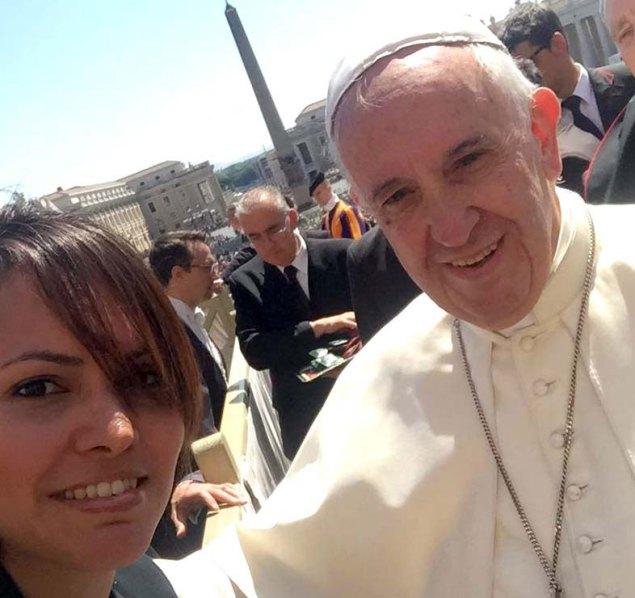 Vanessa-Ledezma-con-el-Papa-Franciscopeq