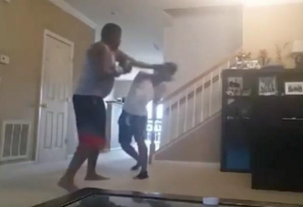 padre-castiga-hijo-boxeo