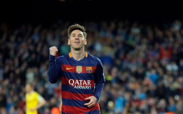 El jugador del Barcelona, Lionel Messi, festeja tras anotar un gol contra Sporting de Gijón en la liga española el sábado, 23 de abril de 2016, en Barcelona. (AP Photo/Manu Fernandez)