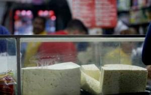 El kilo de queso blanco casi iguala al salario mínimo