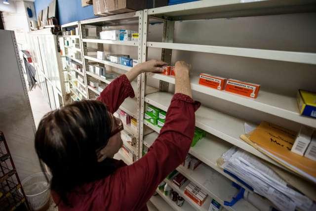 Farmacias como ésta, situada en Caracas, sufren la falta de medicamentos esenciales. Miguel Gutiérrez / Efe