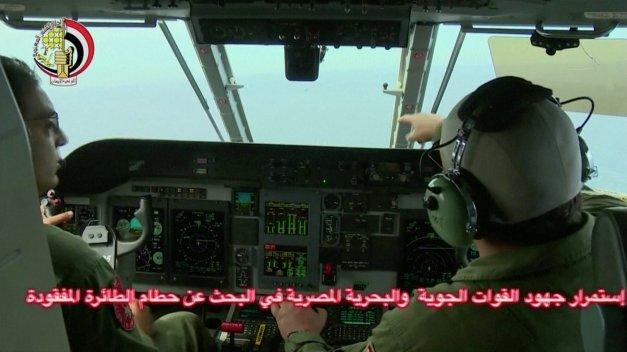 Pilotos participan en la búsqueda de los restos del avión